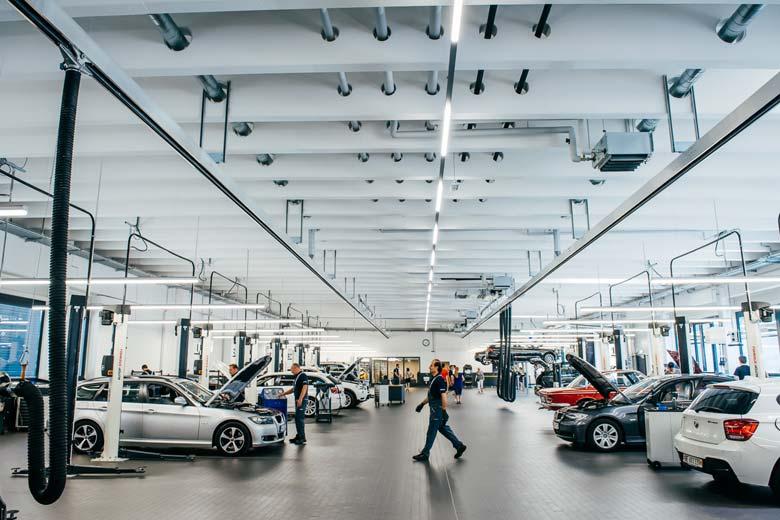 Werkstatt neues Autohaus Märtin Freiburg
