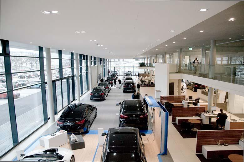 BMW Showroom im neuen Autohaus Märtin Freiburg