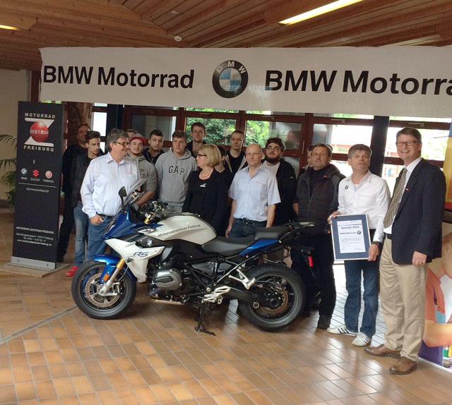 Gewerbeakademie Freiburg mit neuer BMW vom Motorradzentrum Freiburg