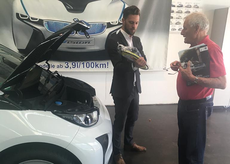 Auslieferung BMW i3 mit 94 Ah Bartterie im Elektromobilitätszentrum Freiburg